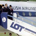 Pożegnanie papieża Jana Pawła II na lotnisku Balice kończące I pielgrzymkę do Polski. Personel pokładowy przy wejściu do samolotu Tu-134A w barwach Polskich Linii Lotniczych LOT, którym papież wrócił do Rzymu.