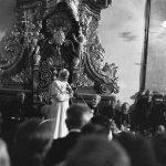 Papież Jan Paweł II przemawia podczas spotkania ze społecznością Katolickiego Uniwersytetu Lubelskiego w bazylice jasnogórskiej.