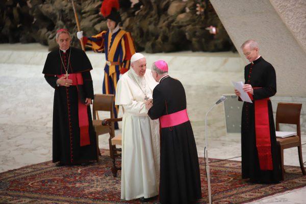 Papież: św. Jan Paweł II wciąż czuwa nad Kościołem