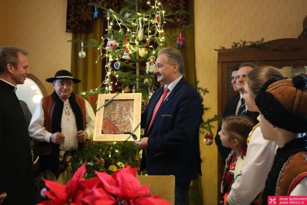 Choinka od Górali w domu Karola Wojtyły
