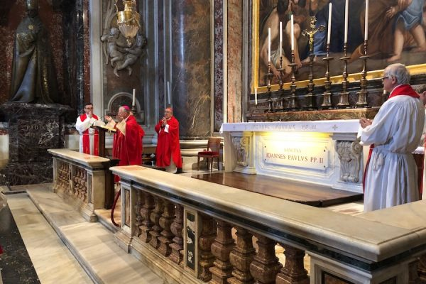 Abp Jędraszewski przewodniczył Mszy przy grobie św. Jana Pawła II