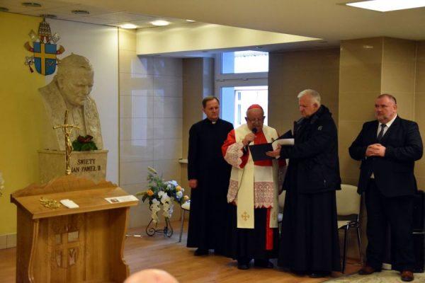 Przekazanie relikwii św. Jana Pawła II szpitalowi w Nowym Targu