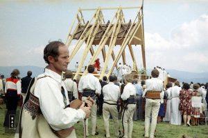Msza św. odprawiana na lotnisku w Nowym Targu przez kard. Franciszka Macharskiego z udziałem papieża Jana Pawła II.