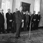 Spotkanie papieża Jana Pawła II z władzami PRL w Belwederze. Na pierwszym planie widoczny I sekretarz KC PZPR Edward Gierek. Na dalszym planie widoczni przedstawiciele władz PRL.