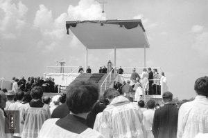 Spotkanie papieża Jana Pawła II z wiernymi w Gębarzewie pod Gnieznem podczas I pielgrzymki do Polski.