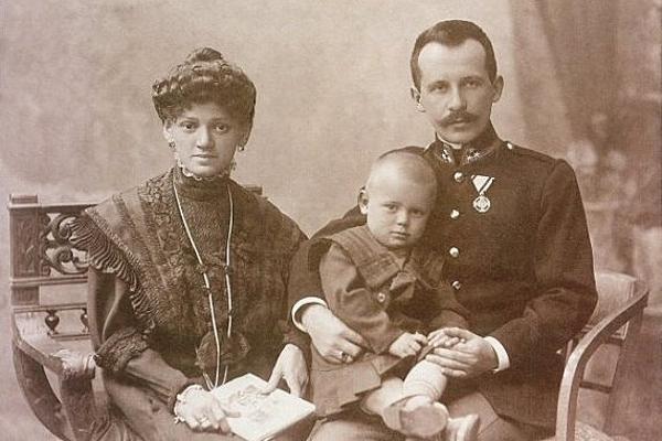 Kard. Stanisław Dziwisz: wiele razy słyszałem od Jana Pawła II, że miał świętych rodziców