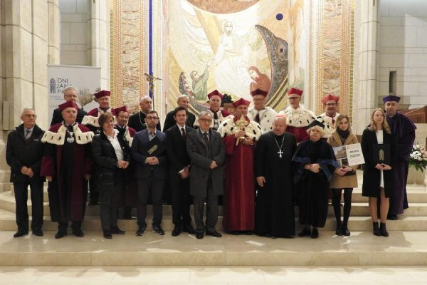 Kard. Stanisław Dziwisz na zakończenie XIV Dni Jana Pawła II: papież był człowiekiem uniwersytetu
