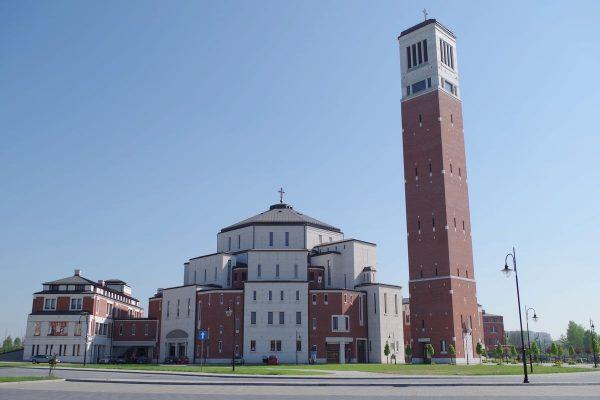 Błogosławieństwo Polski Najświętszym Sakramentem z wieży przy sanktuarium św. Jana Pawła II