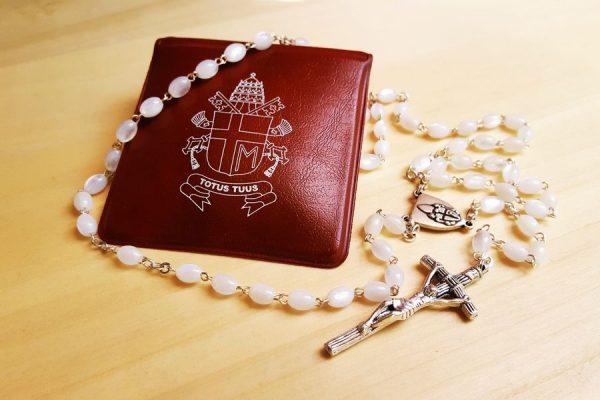 Jan Paweł II zgromadził na Różańcu online prawie 200 tys. osób