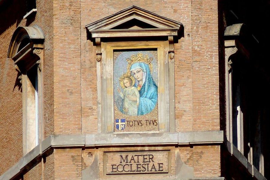 Papież cudownie ocalony przez Matkę Bożą