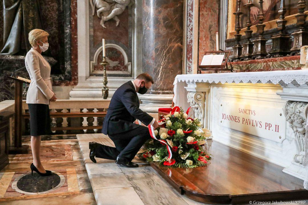Prezydent Duda: w imieniu całego narodu modliłem się u Jana Pawła II