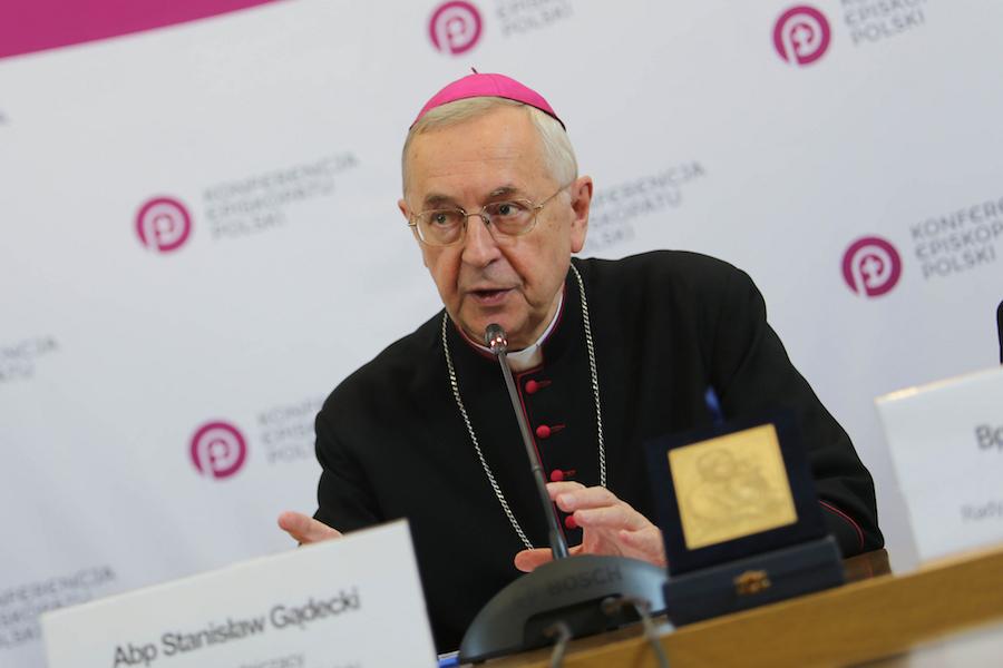 Przewodniczący Episkopatu: Św. Jan Paweł II wyznaczył kierunek działań w kwestii ochrony dzieci i młodzieży