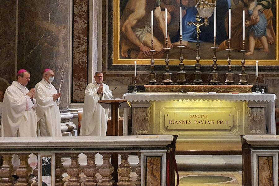Bp Śmigiel: nauczanie św. Jana Pawła II o Kościele, rodzinie i małżeństwie domaga się ciągłego wprowadzania w życie